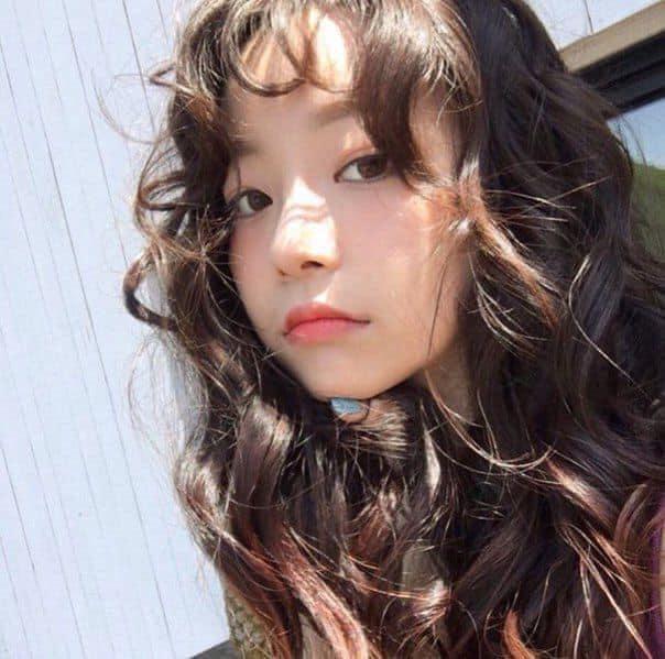 Ghi nhớ 6 mẹo giữ nếp tóc xoăn dưới đây, nàng sẽ có mái tóc đẹp bóng mượt như ngày đầu làm ở sa-lông - Hình 1
