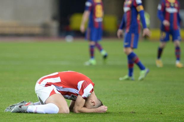 Đồng đội Messi ôm mặt giấu nỗi buồn, cầu thủ Bilbao hoá trang thành ngư dân sau chung kết Siêu Cúp Tây Ban Nha - Hình 1