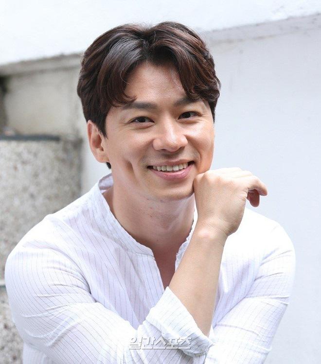 Giữa lúc tranh cãi Tring Sang, Lee Jong Suk được mời đóng vai chính trong dự án phim hành động mới - Hình 10