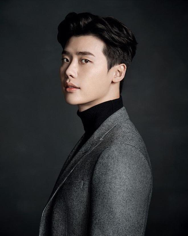 Giữa lúc tranh cãi Tring Sang, Lee Jong Suk được mời đóng vai chính trong dự án phim hành động mới - Hình 6