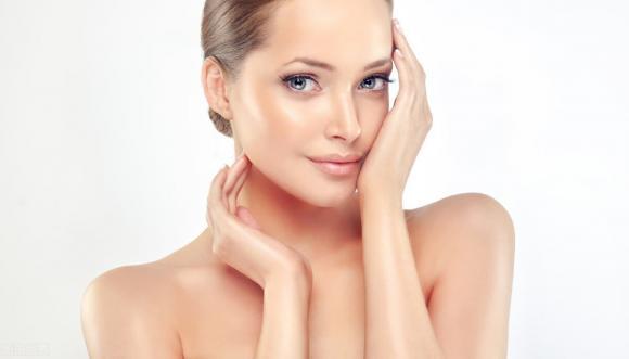 Phụ nữ không muốn có làn da lỏng lẻo thì hãy làm 4 điều trước khi đi ngủ, hiệu quả có thể tốt hơn các sản phẩm dưỡng da - Hình 1