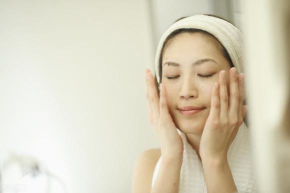 Phụ nữ không muốn có làn da lỏng lẻo thì hãy làm 4 điều trước khi đi ngủ, hiệu quả có thể tốt hơn các sản phẩm dưỡng da - Hình 4