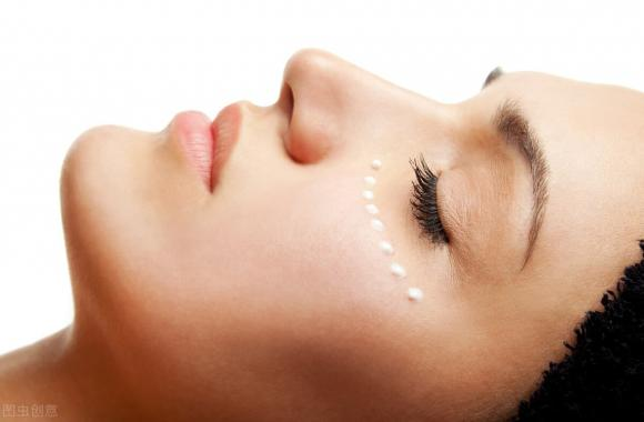 Phụ nữ không muốn có làn da lỏng lẻo thì hãy làm 4 điều trước khi đi ngủ, hiệu quả có thể tốt hơn các sản phẩm dưỡng da - Hình 2
