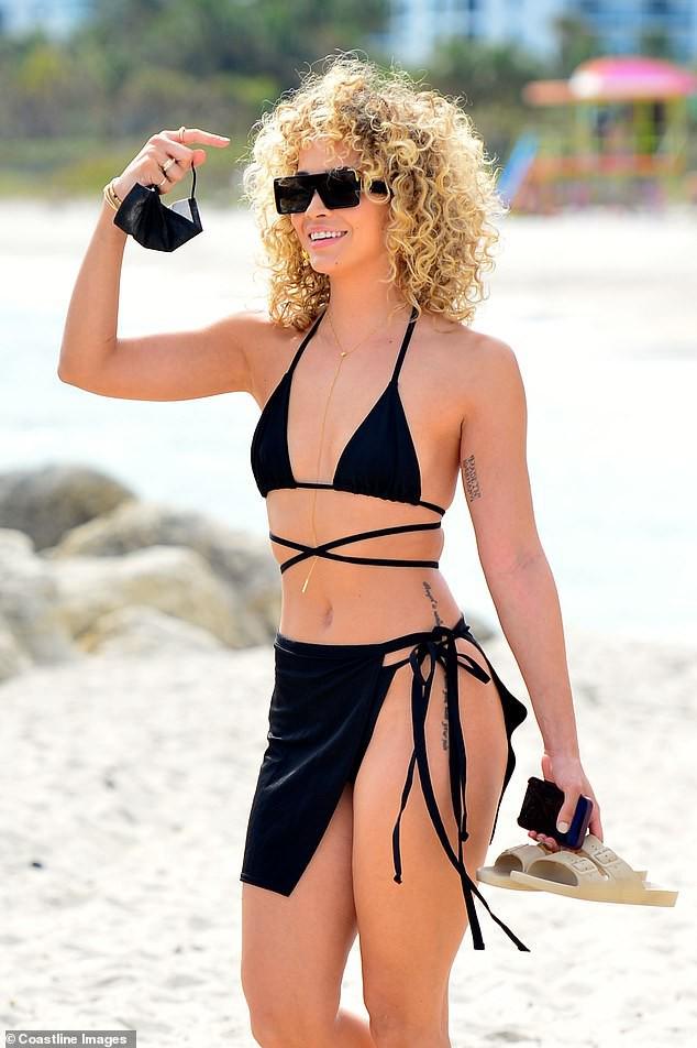 Jasmine Sanders căng tràn sức sống thanh xuân trên biển Miami - Hình 3