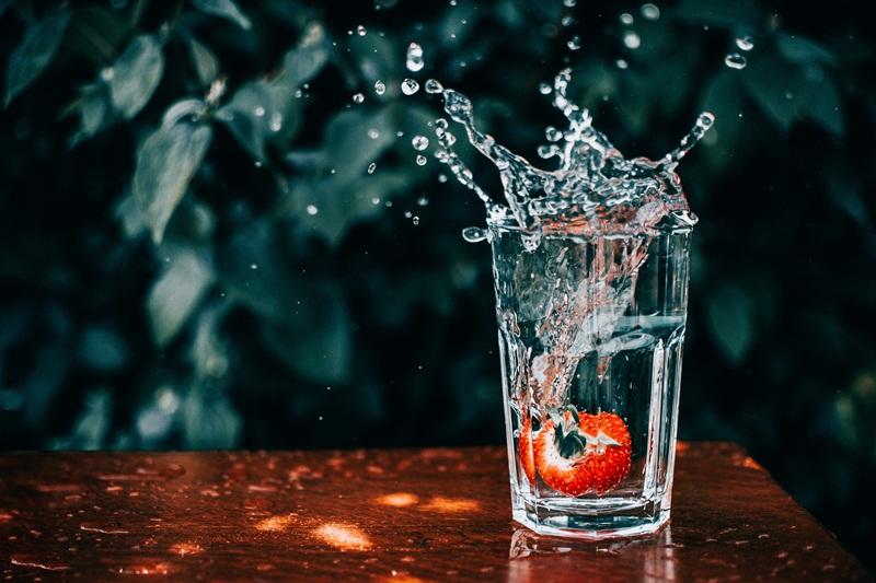 Cẩn thận với 8 triệu chứng mất nước thầm lặng trong những ngày giao mùa - Hình 1