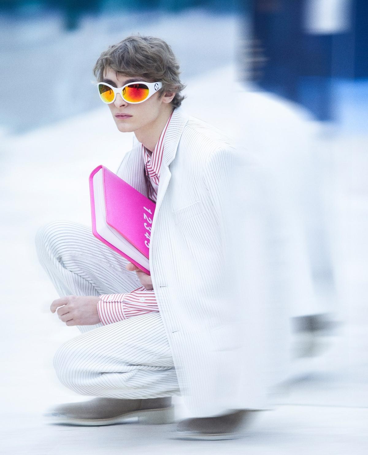 Louis Vuitton làm áo khoác hình tòa nhà - Hình 11
