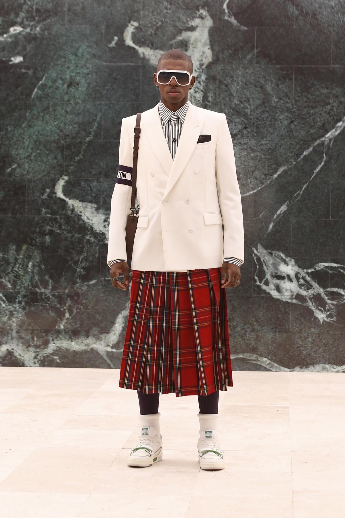 Louis Vuitton làm áo khoác hình tòa nhà - Hình 4