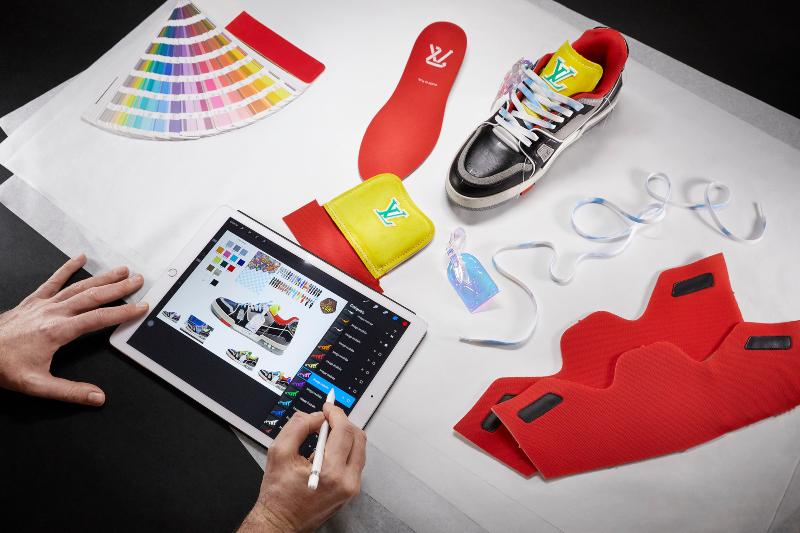 BST giày LV Trainer Upcycling 2021: phát súng mở đầu cho lý tưởng bền vững hóa thiết kế đồ xa xỉ của Virgil Abloh - Hình 2