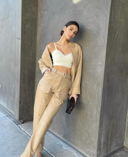 Người mẫu Brazil sở hữu vòng eo con kiến nhỏ xíu khó tin - Hình 3