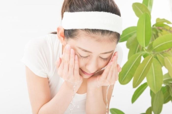 Phương pháp chườm khăn nóng thần thánh giúp bạn gái diệt sạch đám mụn đầu đen chi chít, tự tin đón xuân về - Hình 3