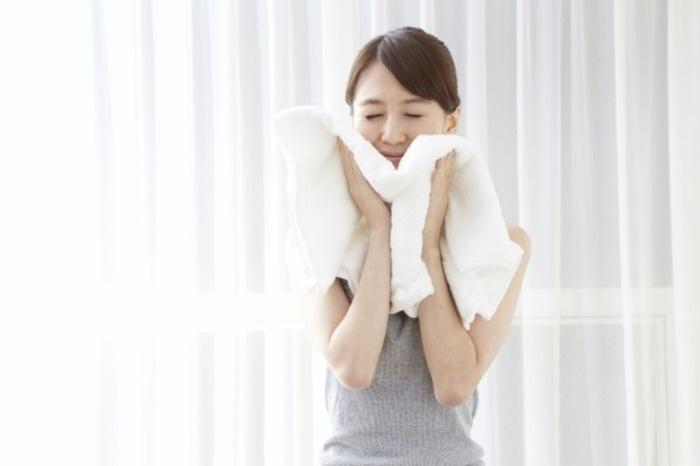 Phương pháp chườm khăn nóng thần thánh giúp bạn gái diệt sạch đám mụn đầu đen chi chít, tự tin đón xuân về - Hình 2