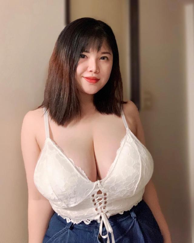 Khoe cận cảnh vòng một hơn 1m sau khi phẫu thuật giảm bớt số đo, hot girl Hải Dương vẫn khiến cộng đồng mạng choáng váng - Hình 1