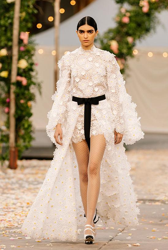 Show Chanel Couture Xuân 2021 mô phỏng đám cưới thơ mộng - Hình 6