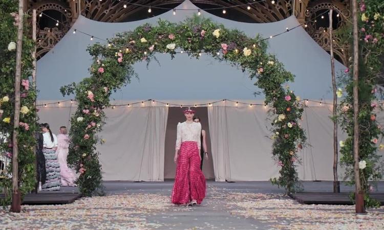 Show Chanel Couture Xuân 2021 mô phỏng đám cưới thơ mộng - Hình 13