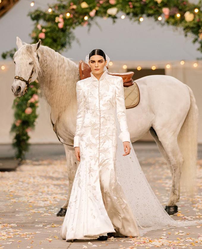 Show Chanel Couture Xuân 2021 mô phỏng đám cưới thơ mộng - Hình 12