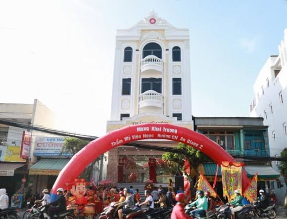 Người dân An Giang vui mừng đón khai trương Thẩm mỹ viện 5 sao đầu tiên của tỉnh - Hình 2