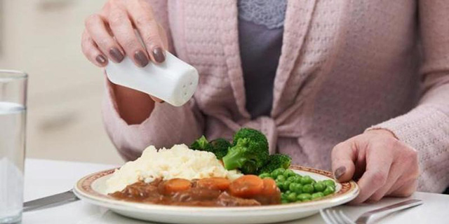 6 món ăn gây lão hóa nhanh khủng khiếp chị em cần tránh xa ngay - Hình 3