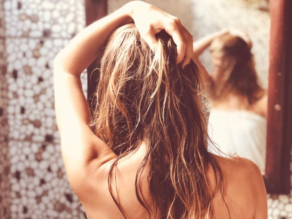 Sai lầm khi tắm gội khiến da và tóc xấu đi - Hình 3