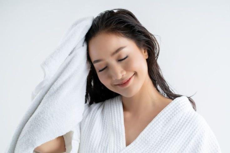 Sai lầm khi tắm gội khiến da và tóc xấu đi - Hình 4