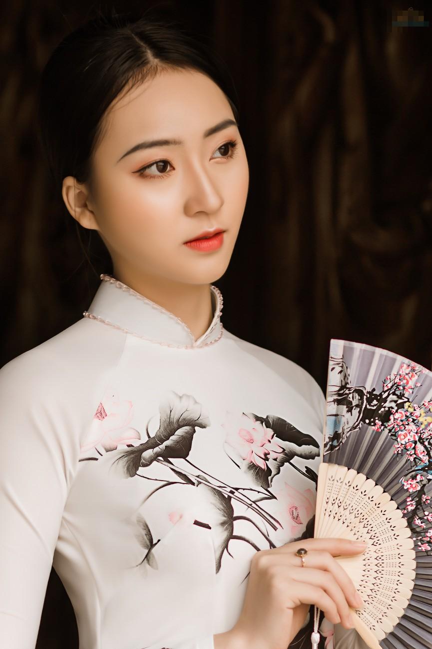 2 cô gái lọt Top 5 Người đẹp Thể thao HHVN 2020 'đọ sắc' với áo dài - Hình 2