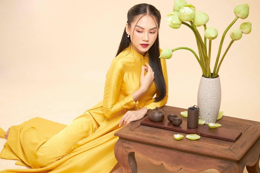 Người đẹp Nhân ái Huỳnh Nguyễn Mai Phương mặc áo dài chụp ảnh bên hoa sen đẹp như tranh - Hình 7