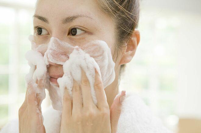 5 sai lầm khi rửa mặt khiến da ngày một xấu đi - Hình 1
