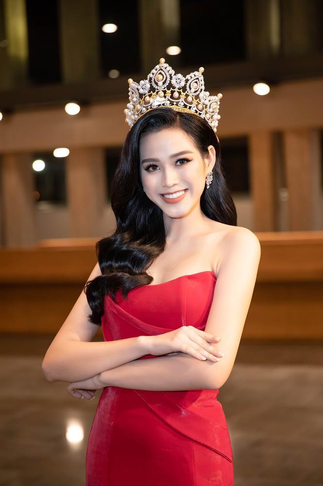 Chia sẻ clip đời thường, Hoa hậu Đỗ Thị Hà được khen xinh đẹp tự nhiên - Hình 5