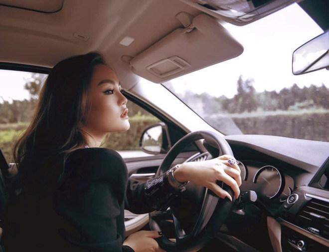 Ái nữ Việt được mệnh danh con nhà siêu giàu châu Á đời thực, 30 tuổi vẫn độc thân - Hình 9