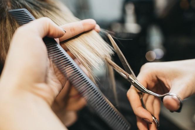 Muốn tóc mọc nhanh hoặc không chẻ ngọn cần biết bao lâu nên cắt tóc, và đây là đáp án - Hình 1