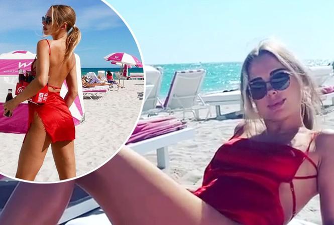 Mẫu áo tắm Anh quốc thả dáng quyến rũ trên bãi biển - Hình 1