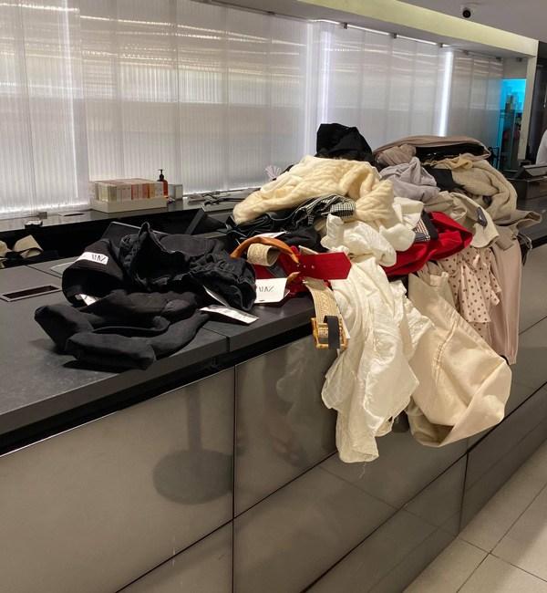 Túi Hermes chất đầy tủ chưa đủ, Lý Nhã Kỳ chi bộn tiền dát chiếc giường phủ đồ hiệu - Hình 9