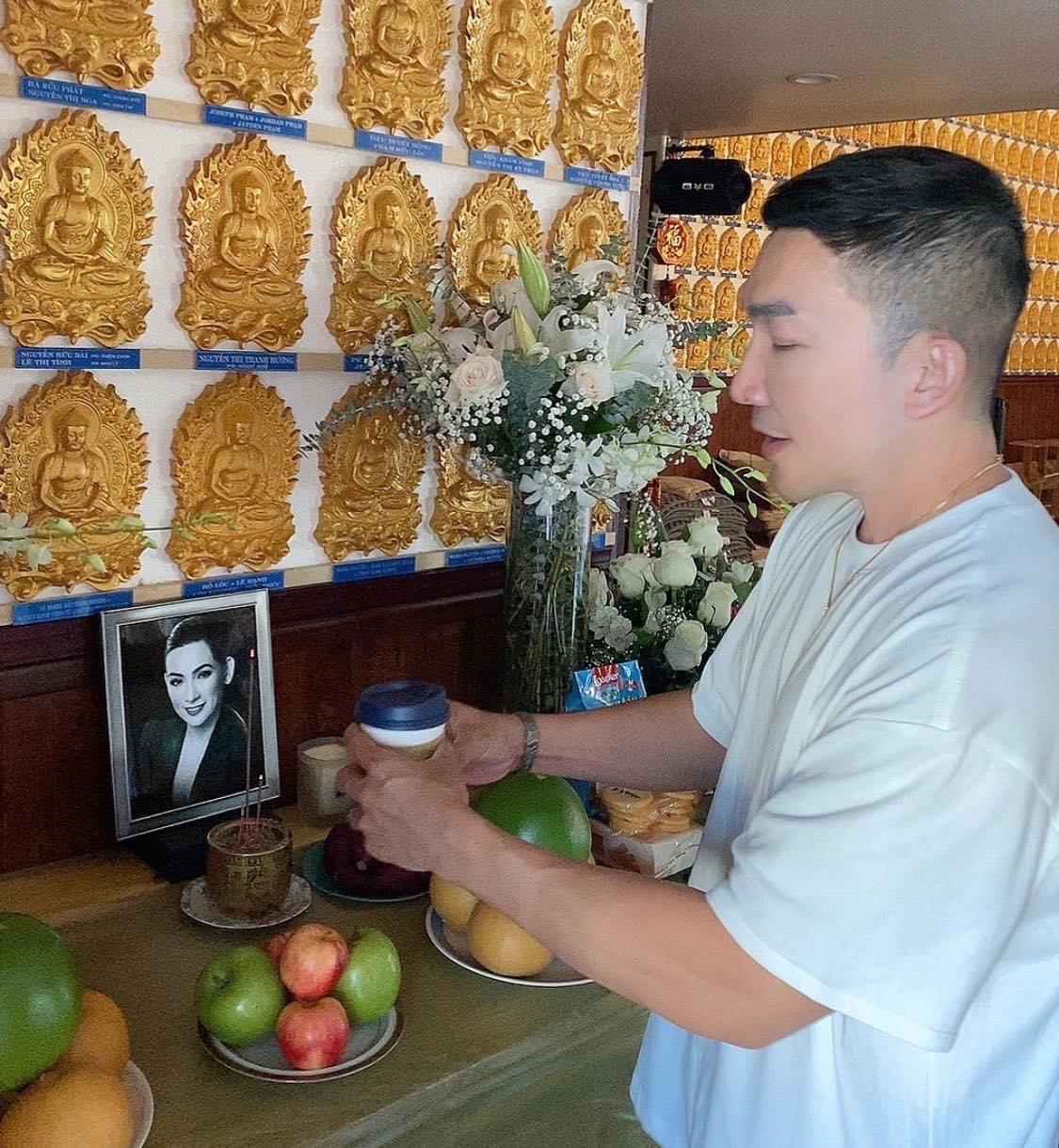 Ca sĩ Phi Nhung viết giấy nói thèm ăn khoai lang mật trước lúc qua đời, bạn thân cúng tại Mỹ gây xúc động - Hình 3