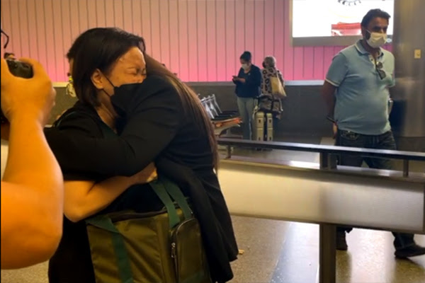 Trên đường đưa tro cốt Phi Nhung sang Mỹ, Việt Hương tiếp tục nhận tin tang sự từ người thân - Hình 2