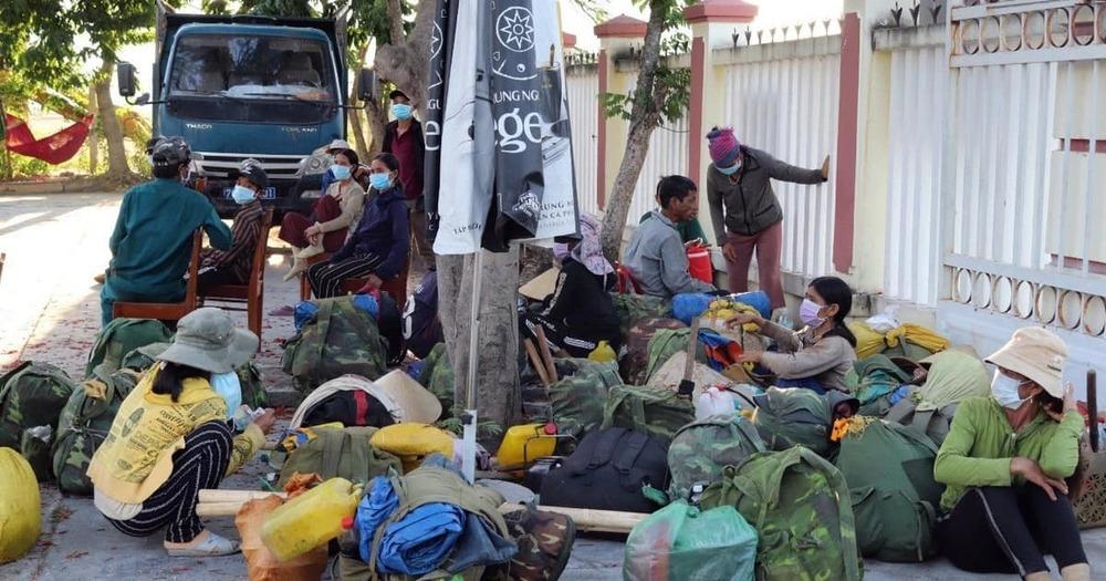 Vợ chồng Đoàn Di Băng tặng 1000 vé xe cho bà con về quê mùa dịch - Hình 3