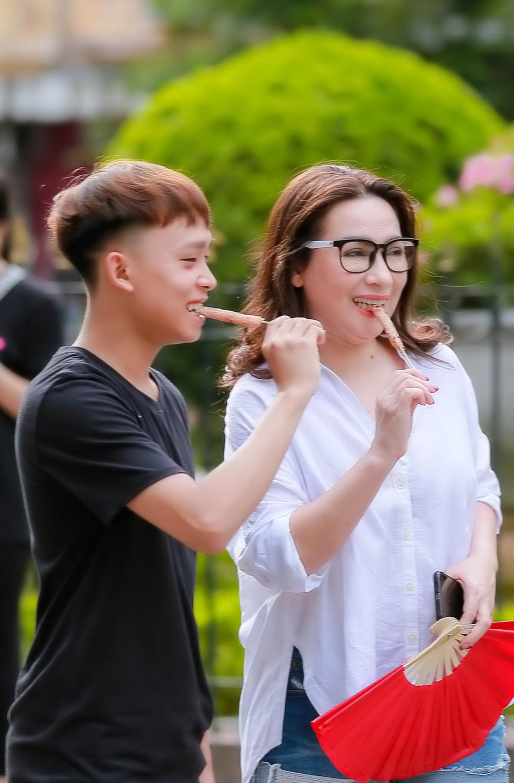 Liên tục livestream bênh Phi Nhung, trách Hồ Văn Cường vô ơn, Long Nhật bị chỉ trích gay gắt - Hình 3