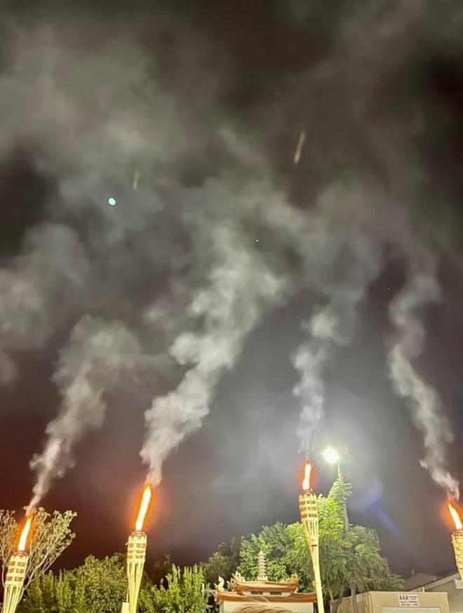 Thuý Nga phát hiện chi tiết đặc biệt: 1 ngôi sao duy nhất sáng lung hình trên bầu trời sau lễ đốt đèn cầu nguyện cho Phi Nhung - Hình 5