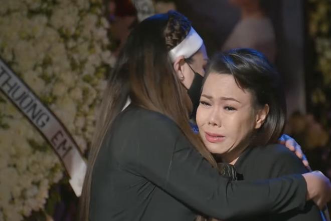 Việt Hương ráng gồng không khóc nhưng nước mắt ứa như mưa, tự trách bản thân 1 việc liên quan đến Phi Nhung - Hình 1