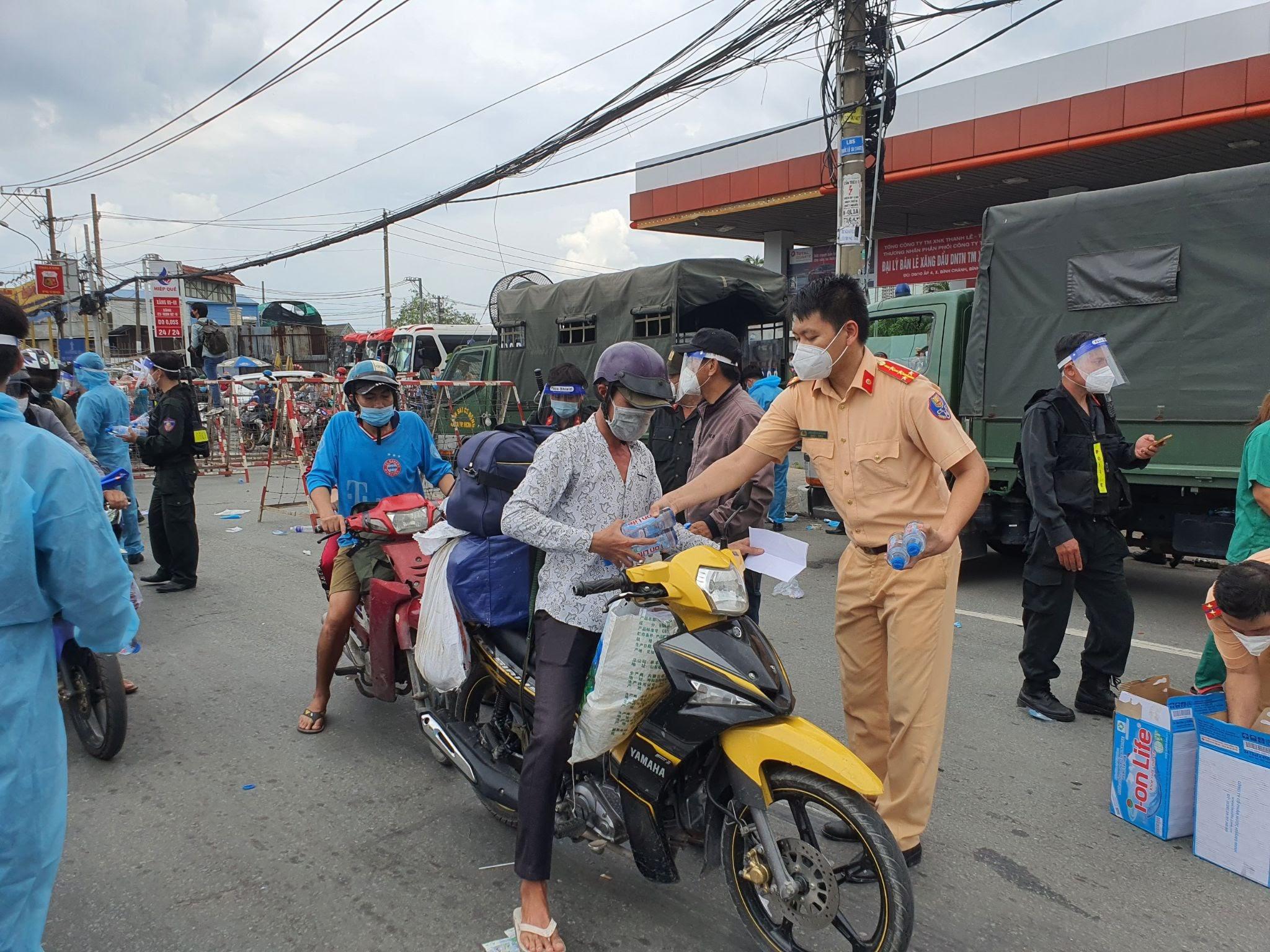 Nguyễn Sin hiến kế cho bà con miền Tây về quê, bị dân mạng mỉa mai: Một cái đầu mà đi so sánh với một bộ máy - Hình 1