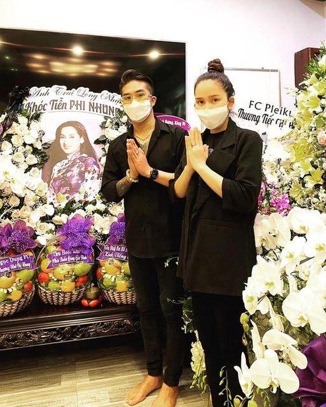 Nghệ sĩ Việt Hương lo thủ tục đưa thi hài cố ca sĩ Phi Nhung về Mỹ để con gái Wendy Phạm được gặp mẹ lần cuối - Hình 3