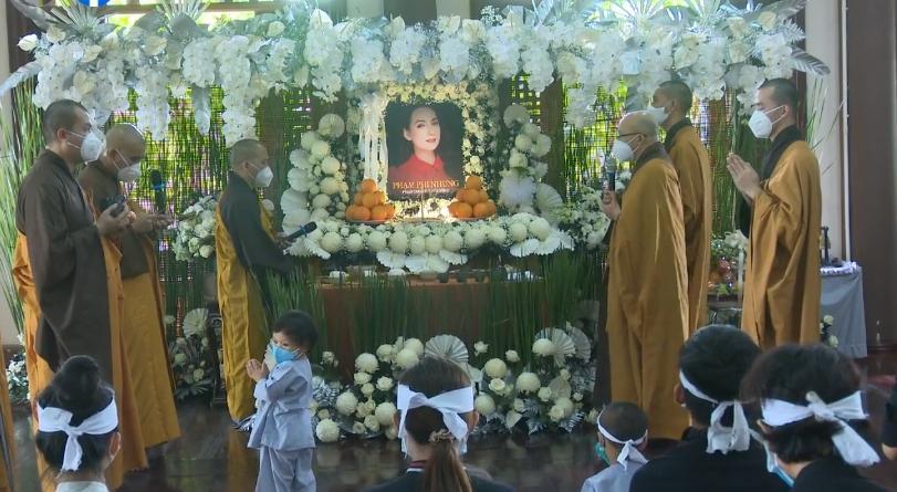 Đàn con Phi Nhung buồn rười rượi khi cầu siêu tại Tu viện - Hình 14
