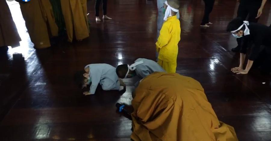 Đàn con Phi Nhung buồn rười rượi khi cầu siêu tại Tu viện - Hình 22