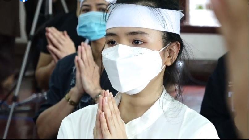 Đàn con Phi Nhung buồn rười rượi khi cầu siêu tại Tu viện - Hình 7
