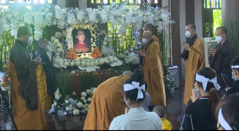 Đàn con Phi Nhung buồn rười rượi khi cầu siêu tại Tu viện - Hình 20