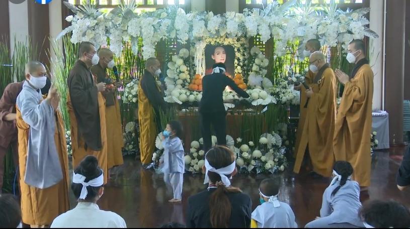 Đàn con Phi Nhung buồn rười rượi khi cầu siêu tại Tu viện - Hình 24