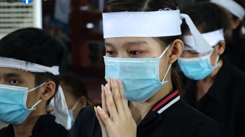 Đàn con Phi Nhung buồn rười rượi khi cầu siêu tại Tu viện - Hình 8
