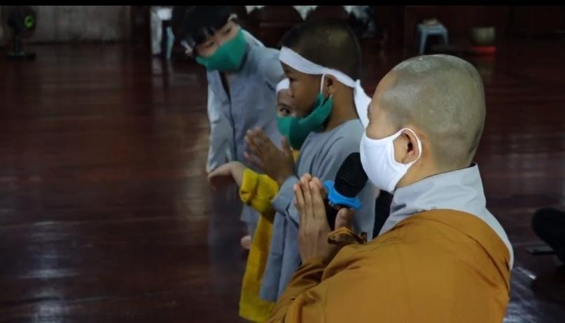 Đàn con Phi Nhung buồn rười rượi khi cầu siêu tại Tu viện - Hình 17