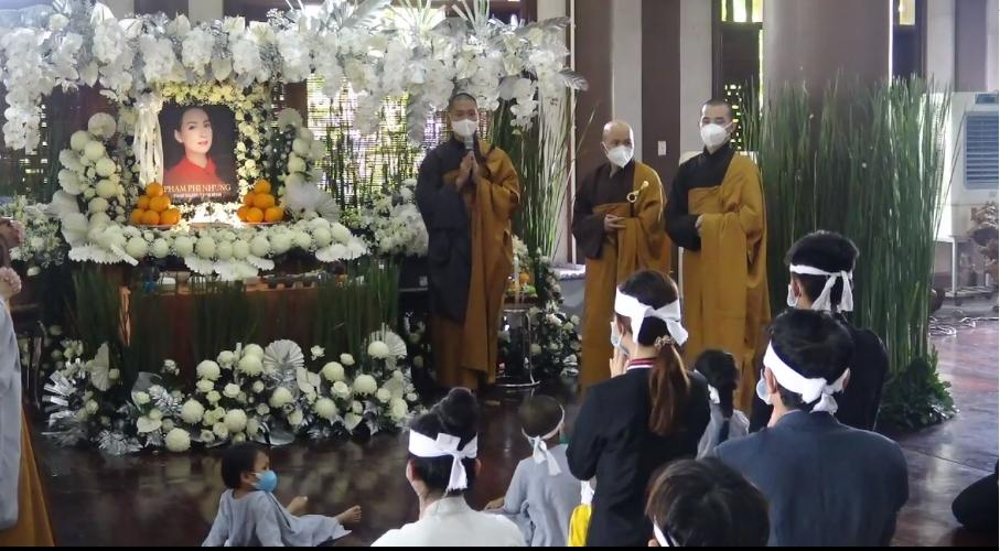 Đàn con Phi Nhung buồn rười rượi khi cầu siêu tại Tu viện - Hình 23