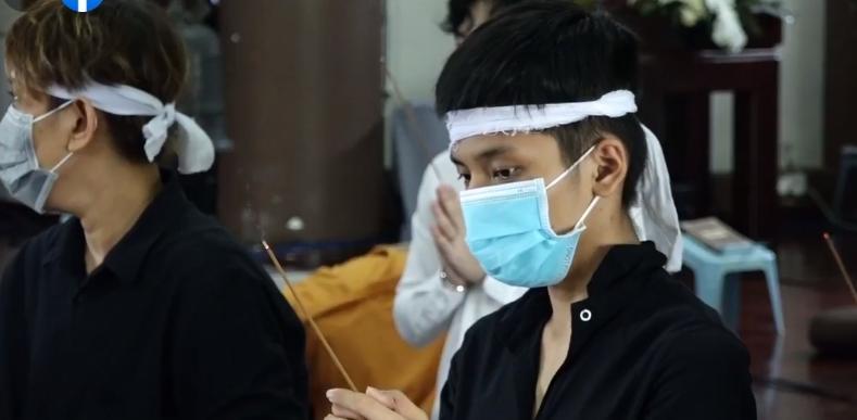 Đàn con Phi Nhung buồn rười rượi khi cầu siêu tại Tu viện - Hình 6