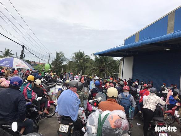 Hàng chục ngàn người tiếp tục về quê, các tỉnh loay hoay lo cơm nước - Hình 2