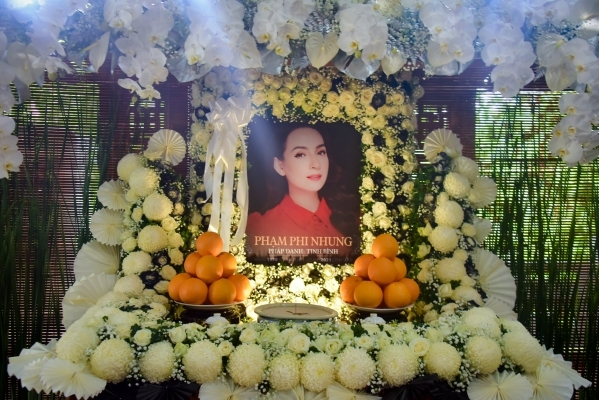 Gia đình cố ca sĩ Phi Nhung miễn phúng điếu từ khán giả - Hình 1